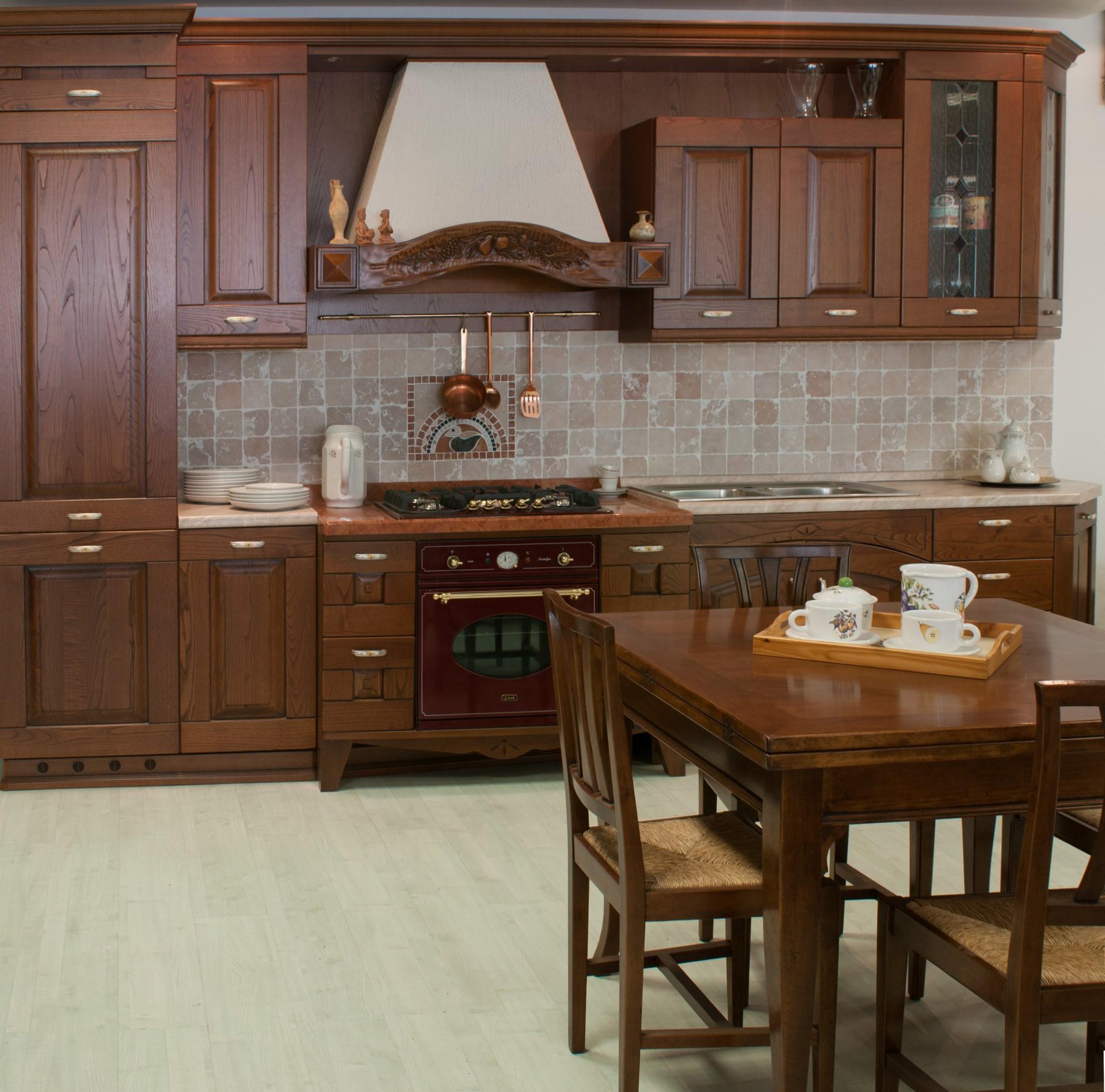Cucina Stile Classico In Castagno Anta Massiccia Disponibile Anche In  #3B2516 1920 1897 Stile Classico Cucina